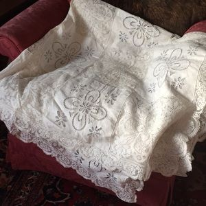 Amazing Vintage handmade tablecloth- linen